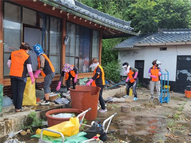 고흥소방서, 동강의용소방대 치매어르신 집 치우기 봉사활동 참여